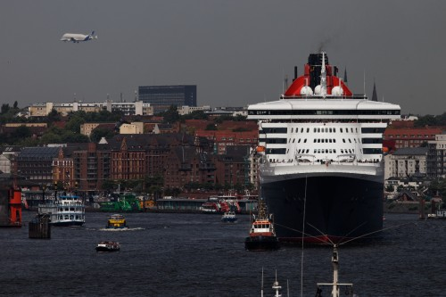 Queen Mary mit Gubby (Transportflugzeug von Airbus)