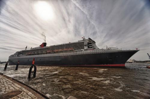 Queen Mary mit Gegenlicht