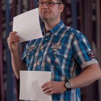 Paddy beim Erklären der Funktionsweise der Verschlusses